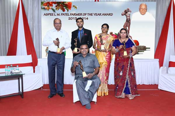 The Awardees of the Aspee L.M.Patel Farmer of the Year Award 2013 & 2014 in different categories.
